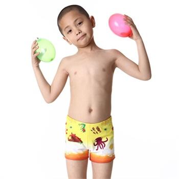 可爱的男孩子泳衣